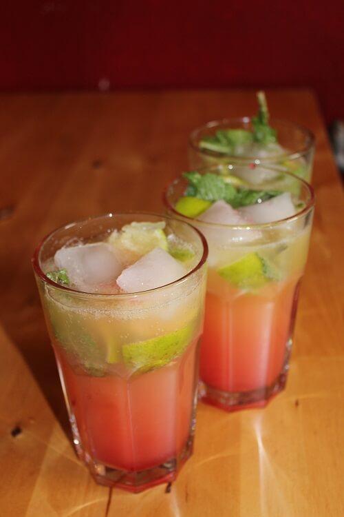 Himbeer-Limonade mit Limette und Minze