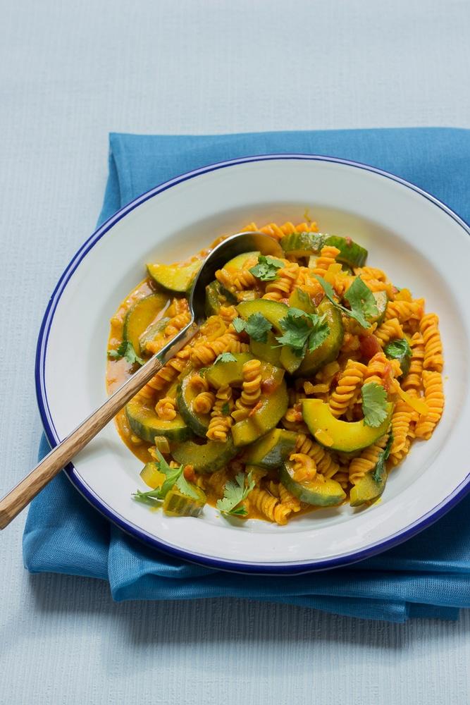 Gurkencurry mit Linsen-Spirelli