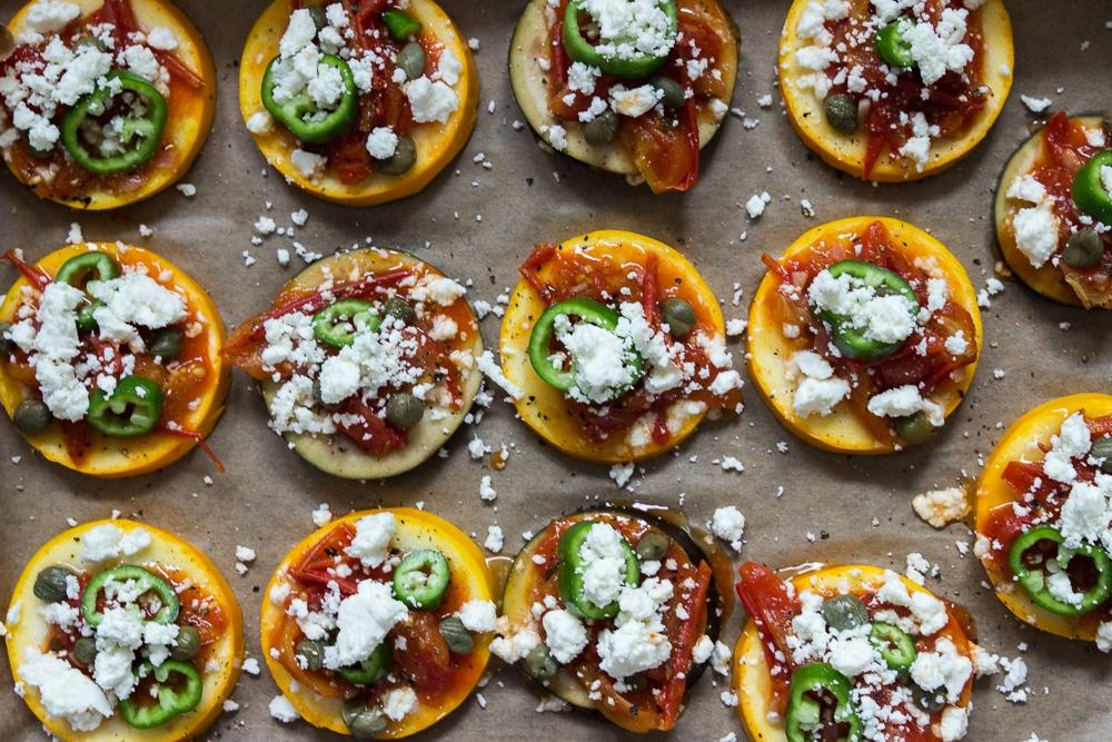 kleine Zucchinipizzen und Auberginenpizza