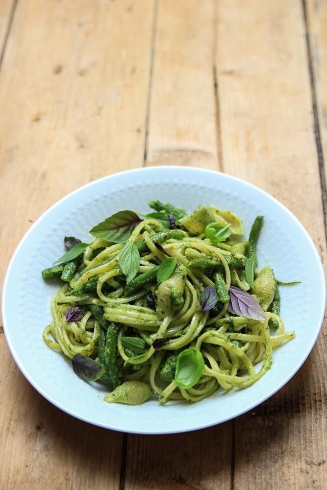 Pasta mit Bohnen und Basilikum-Pesto