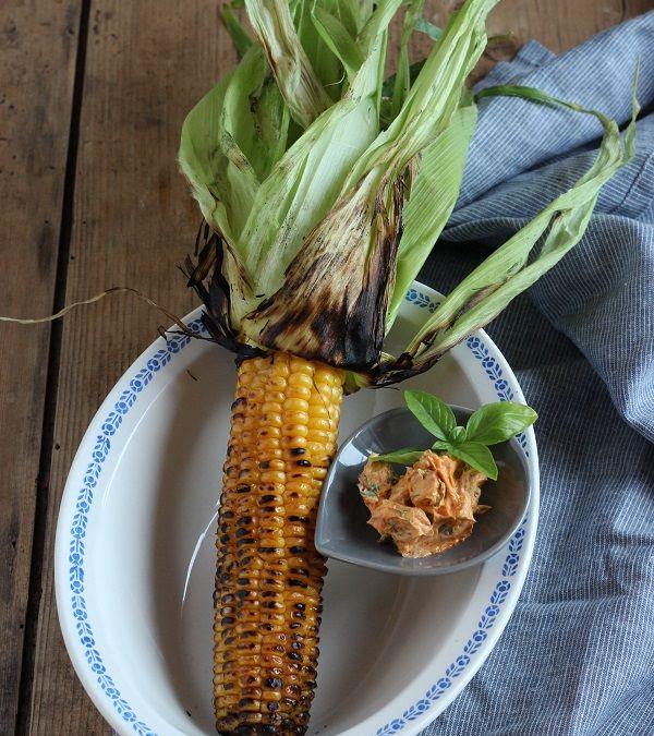 Gegrillte Maiskolben mit Tomatenbutter oder wie die Mexikaner Maiskolben zubereiten