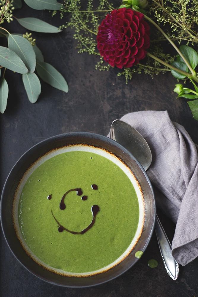 Vegane Mangold-Erdnuss-Suppe - in 25 Minuten fertig