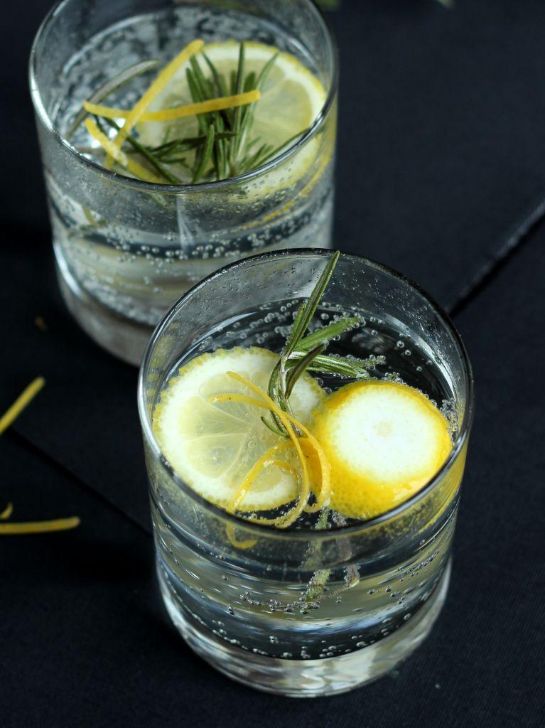 Silvestercocktail: Rosmarin Gin Tonic