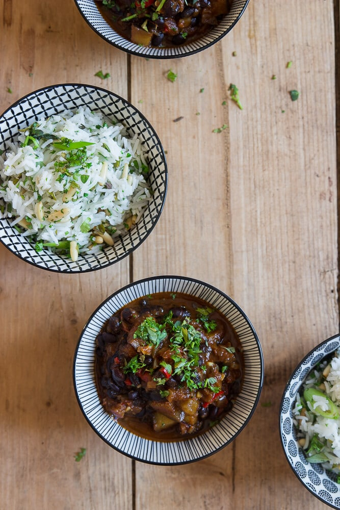 Bohnen-Chili mit Kräuter-Reis - schwarze Bohnen kochen