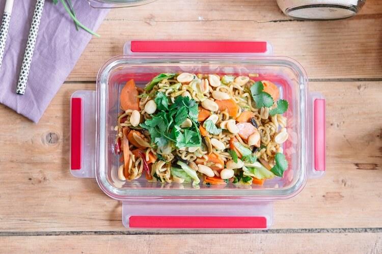Meal Prep Rezepte vorkochen -Pad Thai vegan mit Möhren und Spitzkohl