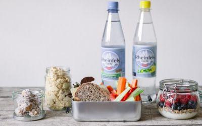 [Anzeige] Unterwegs gesund essen und trinken – mit Rheinfels Quelle und leckeren Rezepten