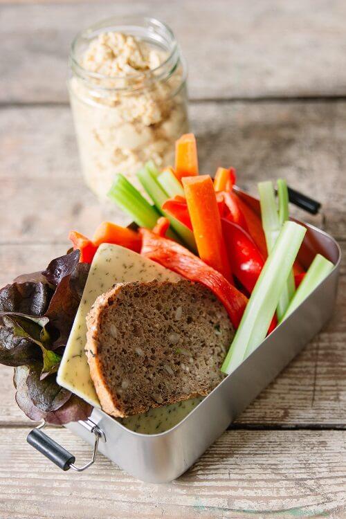 Unterwegs gesund essen und gesunde Snacks kosumieren