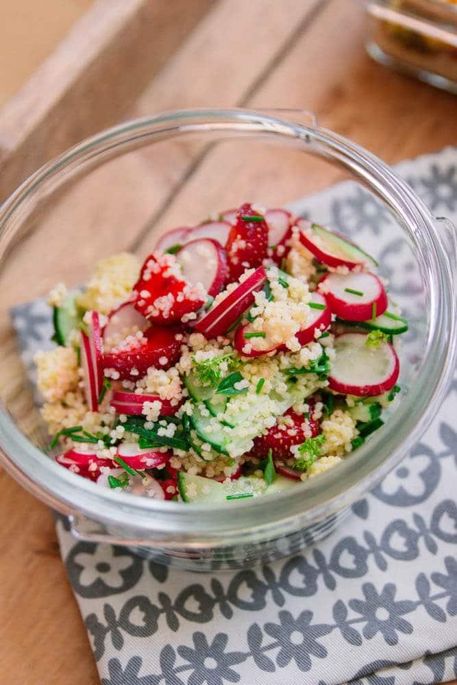 Meal Prep vegetarisch mit Spinat und Erdbeeren