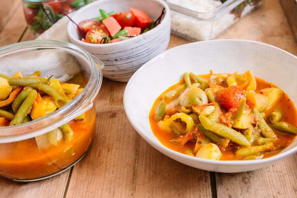 Vegane Meal Prep Rezepte - Salat, Reis und Curry