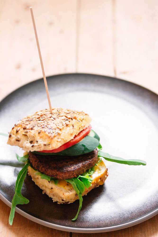 Vegetarischer Burger vom Grill