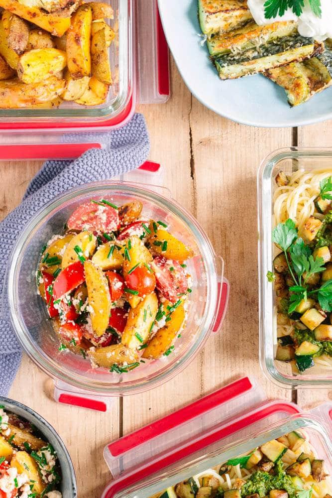 Meal Prep Mahlzeiten in Dosen verpackt