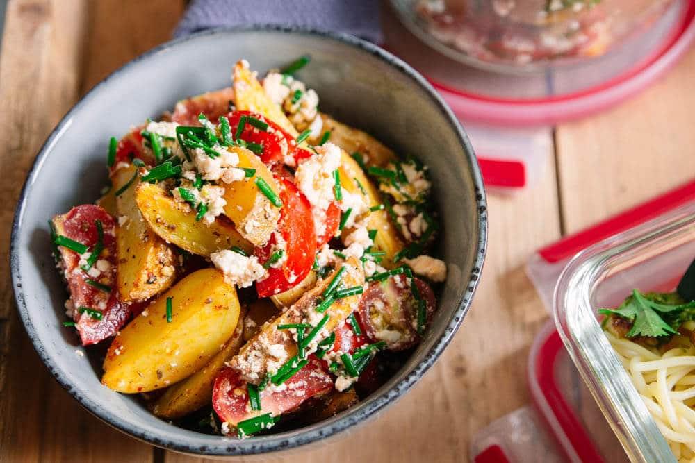 Kartoffelsalat mit Tomaten und Feta - modern
