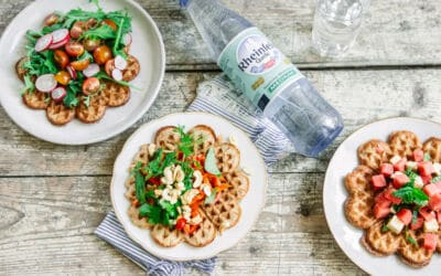 [Anzeige] Gesundes Essen zum Mitnehmen – fluffige Waffeln mit Topping und Rheinfels Mineralwasser