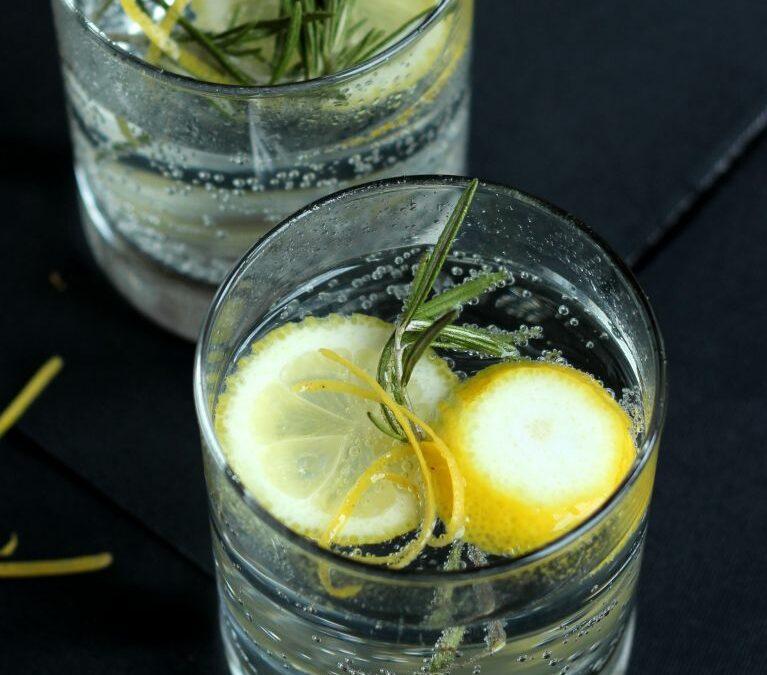 Silvestercocktail: Rosmarin Gin Tonic oder wie ich einmal einen Partyurlaub machte