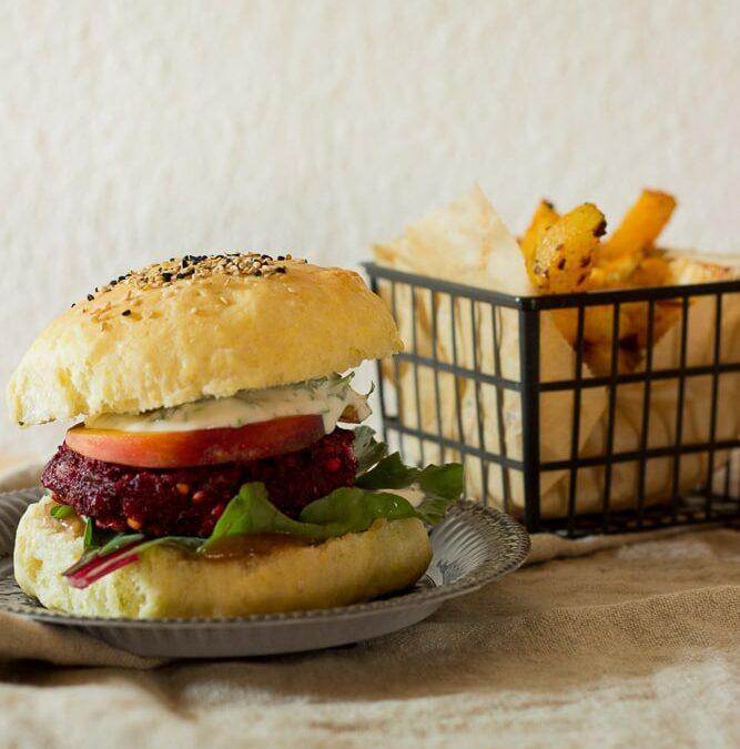 Rote-Bete-Hamburger mit selbst gemachtem Ketchup oder Tschüss Saisongarten, es war wieder schön mit dir!