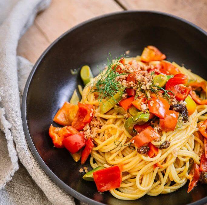 Schnelles Fenchel Rezept: Pasta mit Fenchel, Paprika und Rosinen